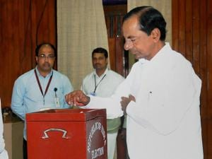 Telangana Chief Minister K. Chandrashekar Rao casts his vote during Presidential election 2017.jpg