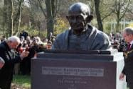 Prime Minister Narendra Modi with  Mayor of Hannover, Stefan Schostok after unveiling the bust of Mahatma Gandhi