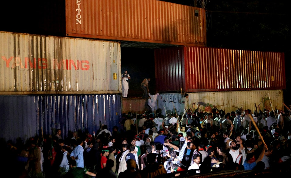 Supporters, Pakistan's, cricketer, turned, politician, Imran Khan, try, past, shipping, containers, authorities, block, march, Parliament