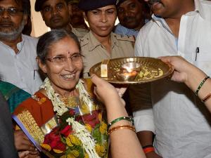 Prime Minister's Wife Jashodaben pleads for girls education