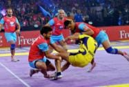 Players of Jaipur Pink Panthers and Telugu Titans in action