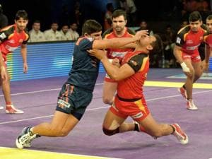 Players of  Bengal Warriors (Blue) and Bengaluru Bulls (Red) in action during the Pro Kabaddi match in Mumbai