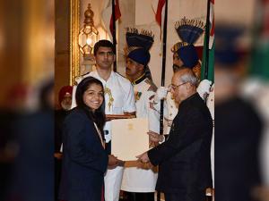 Pranab Mukherjee presents Rajiv Gandhi Khel Ratna award to wrestler Sakshi Malik