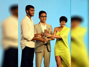 Indian rower, Dattu Bhokanal (L) receives an award during the Times of India Sports Awards (TOISA) night