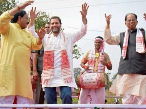 Rahul Gandhi along with Assam Chief Minister Tarun Gogoi and Assam Pradesh Congress Committee  President Anjan Dutta dances traditional Assamese Bihu with the Bihu artists before the Padayatra and Ja