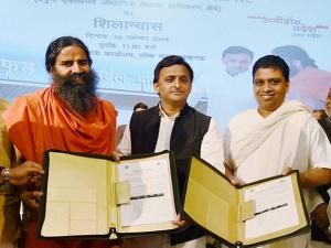 Akhilesh Yadav with Swami Ramdev and Balkrishna during the foundation stone laying of Patanjali's Food and Herbal Park