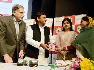 Akhilesh Yadav Ratan Tata  launch the  electronic point of supply machine (ePOS) scheme