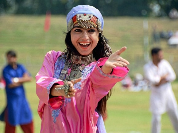 College girl performs, Jammu and Kashmir Police, Bakhshi Stadium, Srinagar, Independence Day, 69th Independence Day, Preparations for Independence Day, Independence Day preparations