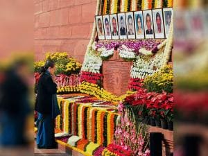 Congress President Sonia Gandhi paying tributes to the martyrs of 2001 Parliament attack