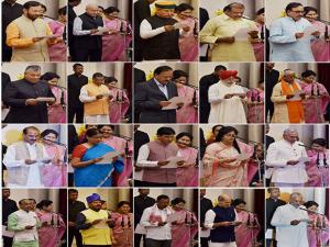 President Pranab Mukherjee administers oath to new Ministers of State at the swearing-in ceremony at Rashtrapati Bhavan in New Delhi 01
