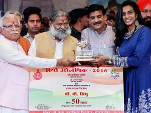 Haryana Chief Minister Manohar Lal Khattar felicitates and awards Rio Olympic silver medalist P V Sindhu with a Rs 50 lakh cheque during the Bharat Kesri Dangal-2017