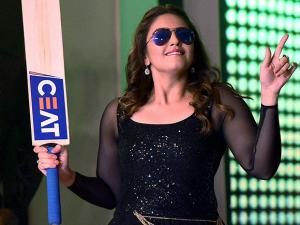 Bollywood actress Huma Qureshi performs at the CEAT Cricket Rating awards night in Mumbai 01