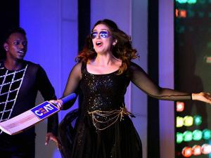 Bollywood actress Huma Qureshi performs at the CEAT Cricket Rating awards night in Mumbai 02