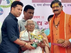 Sachin Tendulkar felicitates an elderly woman during the Amrut Mahotsav celebrations