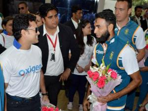 Cricket legend_Sachin Tendulkar greets South African players at an event in Gurgaon