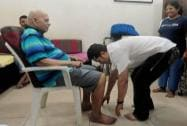 Sachin Tendulkar seeks the blessings of his Guru, Ramakanth Achrekar