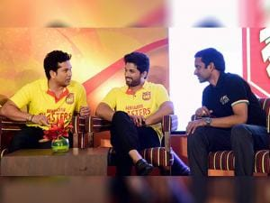 Sachin Tendulkar with Allu Arjun and Badminton coach Pullela Gopichand