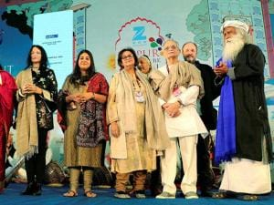Rajasthan Chief Minister Vasundhara Raje , Sadhguru Jaggi Vasudev, poet Gulzar and others at the Jaipur Literature Festival at Diggi Palace in Jaipur