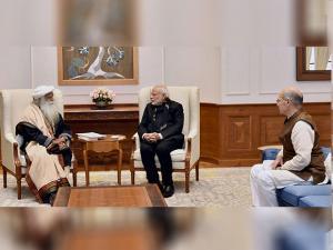 Narendra Modi with Sadhguru Jaggi Vasudev