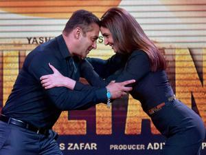 Bollywood actors Salman Khan and Anushka Sharma pose during the trailer launch of their new film Sultan in Mumbai (3)