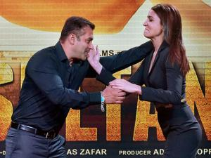 Bollywood actors Salman Khan and Anushka Sharma pose during the trailer launch of their new film Sultan in Mumbai (4)