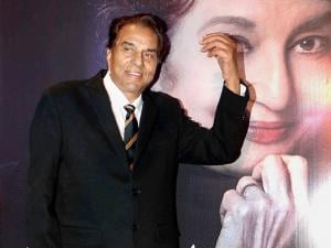 Dharmendra during the launch of Asha Parekh's autobiography 'The Hit Girl'