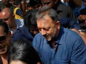 Sanjay Dutt along with wife Manyata visiting the Siddhivinayak temple after his release from Pune's Yerawada Jail