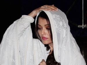 Bollywood actor Aishwarya Rai Bachchan, who is playing the role of Sarabjit Singh's sister in the upcoming movie Sarabjit, pay homage during the third death anniversary of Sarabjit Singh, in Mumbai