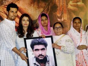 Bollywood actors Randeep Hooda, Aishwarya Rai Bachchan and Richa Chadha, playing lead roles in their upcoming movie Sarabjit, with Sarabjit Singh's family pay homage during the third death anniversar