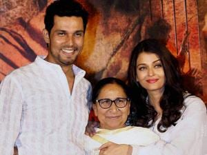 Bollywood actors Randeep Hooda and Aishwarya Rai Bachchan, playing lead roles in their upcoming movie Sarabjit, with Sarabjit Singh's sister Dalbir Kaur during the third death anniversary of Sarabjit