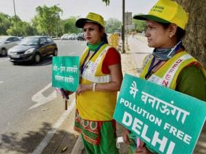 Volunteers at a traffic signal in New Delhi on Friday on the first day of the second phase of Delhi government's odd-even road rationing scheme.