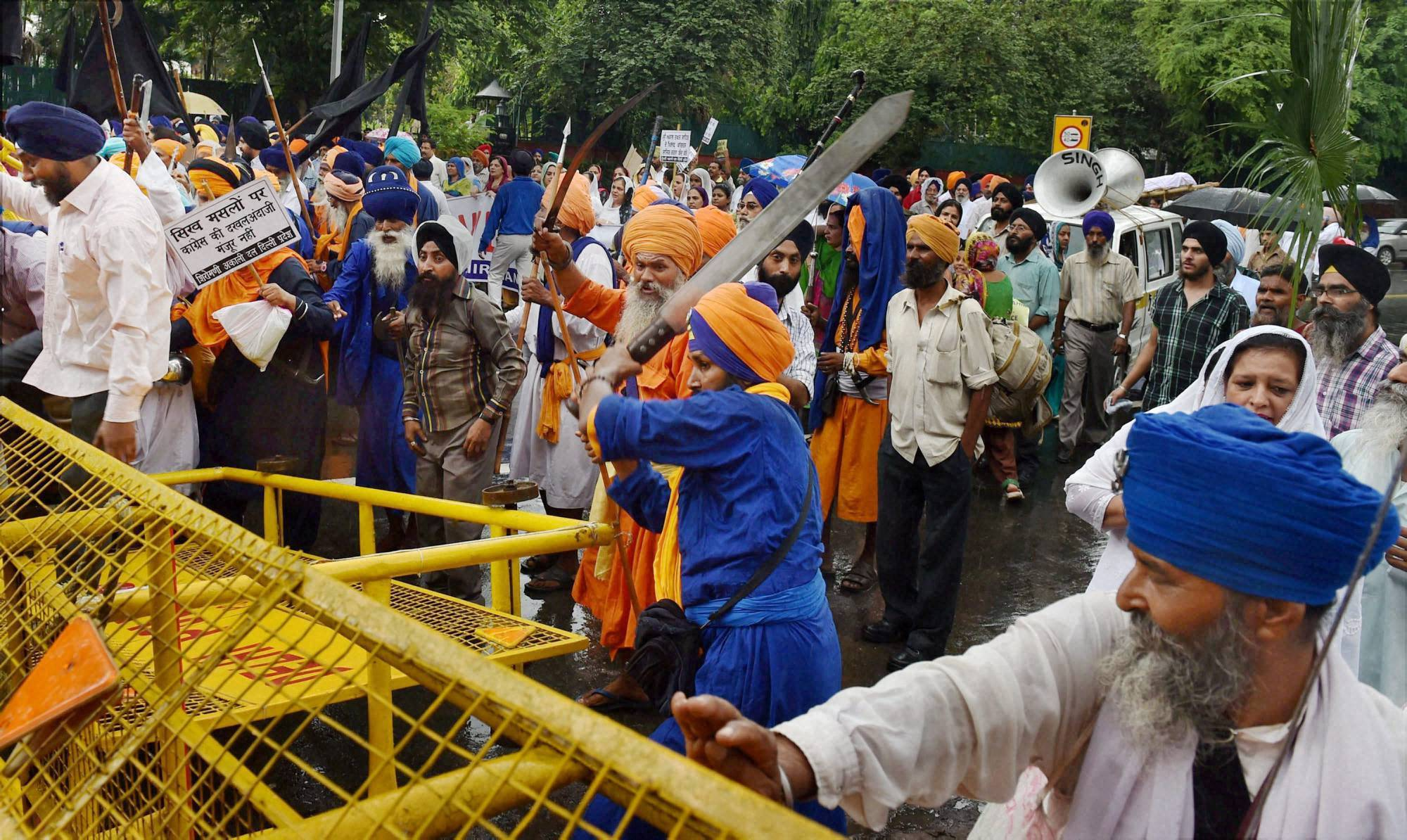 Police, use water, cannons, disperse, Shiromani Akali Dal-Badal, activists, AICC, New Delhi, legislation, separate, Sikh committee, gurudwaras, Haryana