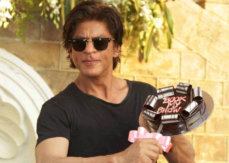 Bollywood actor, Shah Rukh Khan, cake, celebrates, birthday,  Mannat, Mumbai