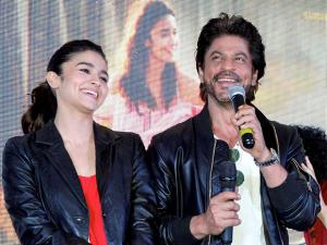 Shah Rukh Khan and Alia Bhatt at a promotional event of their upcoming film 'Dear Zindagi '