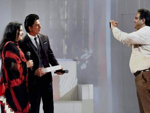 Fans take photo with Bollywood actor Shahrukh Khan
