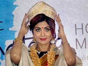 Shilpa Shetty  being felicitated with 7th edition of Pride of Karnataka awards for her contribution in the health and fitness category