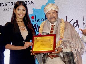 Syed Kirmani being  felicitated with 7th edition of Pride of Karnataka awards in sports Category by  Nicole Faria