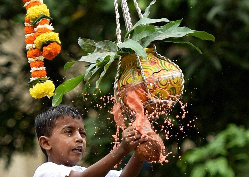 Students, Victoria School, Blind break, Dahi handi, earthen pot, filled, curd hung high, celebrations, Janmashtami, school