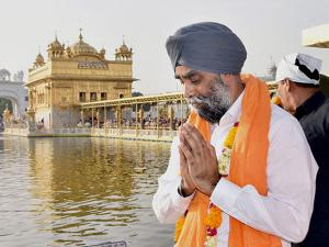 Canadian Defene Minister Harjit Singh Sajjan paying obeisance at Golden Temple