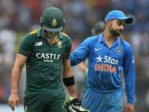 AB de Villiers being greeted by Virat Kohali