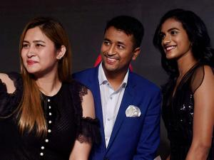 Badminton players P.V.Sindhu and Jwala Gutta  along with crickter Pragyan Ojha pose for selfie