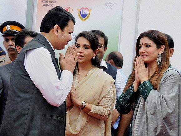 Devendra Fadnavis, Shaina NC, Raveena Tandon, toilets