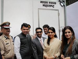 Devendra Fadnavis along with Fashion Designer Shaina NC and Bollywood actress Raveena Tandon
