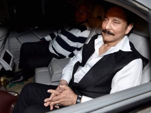 Sahara chief Subrata Roy, in prison in Delhi since March 2014, at Lucknow airport (2)