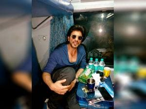 Shah Rukh Khan travels from Mumbai to Delhi in August Kranti Rajdhani Express