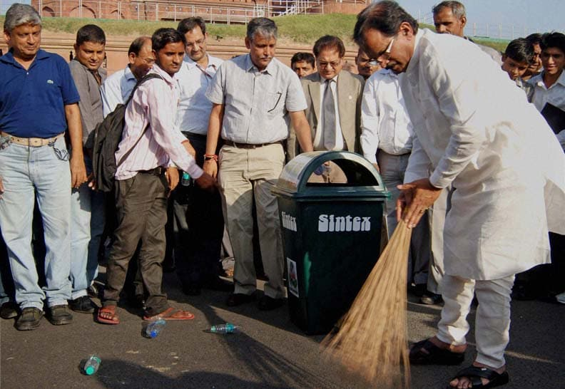 MoS, (Independent Charge), Culture, Shripad Yesso Naik, takes part, Swachh Bharat, campaign, outside, Red Fort premises