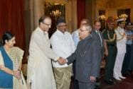 President Pranab Mukherjee shake hands with Finance minister Arun Jaitley