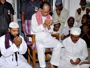Assam Chief Minister Tarun Gogoi offers prayer at Bura Masjid on the vote counting day for the assembly elections, at Ambari in Guwahati
