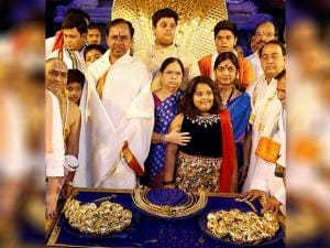 Telangana CM  Chandrasekhar Rao with his family members before donating ornaments worth Rs 5 crore