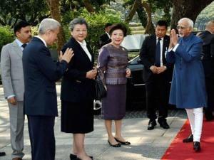Vice President Hamid Ansari being welcomed at Chulalongkorn University, in Bangkok